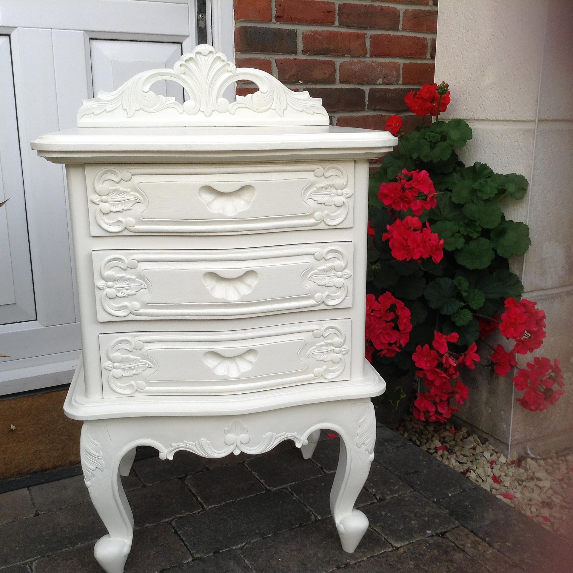 Shabby Chic Furniture: Pinki Red Shabby Chic Furniture Commissions